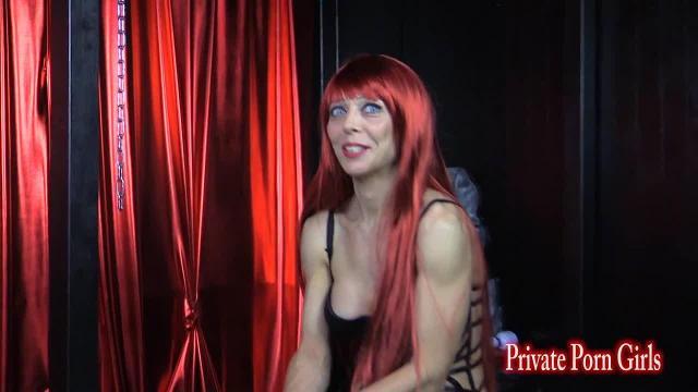 Angelina beim BDSM Sklaven-Casting - Teil 1 von 4
