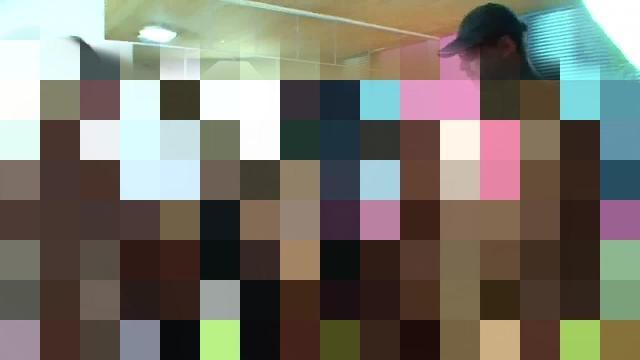 2 Bi-Girls laden 5 Kollegen zur Fickparty ein - Teil 1 von 2