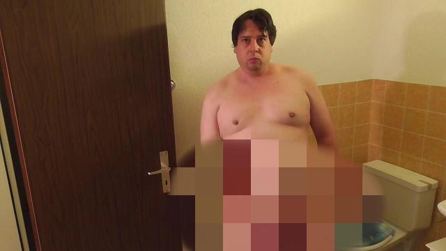Nach dem Orgasmus im WC weiter gewichst