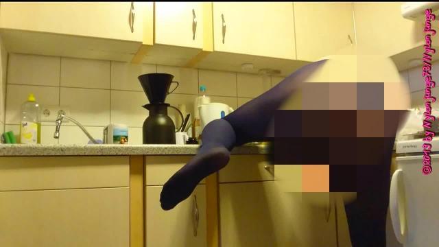 Kaffee kochen in Blauer Strumpfhose 1 ** FAN Video 5 **
