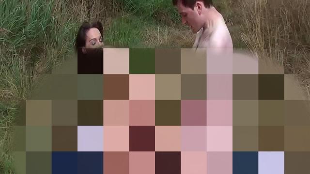 Paar erwischt-gleich mitgefickt