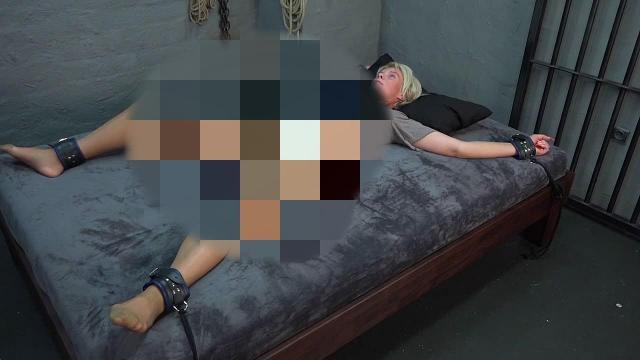 An das Bett gefesselt