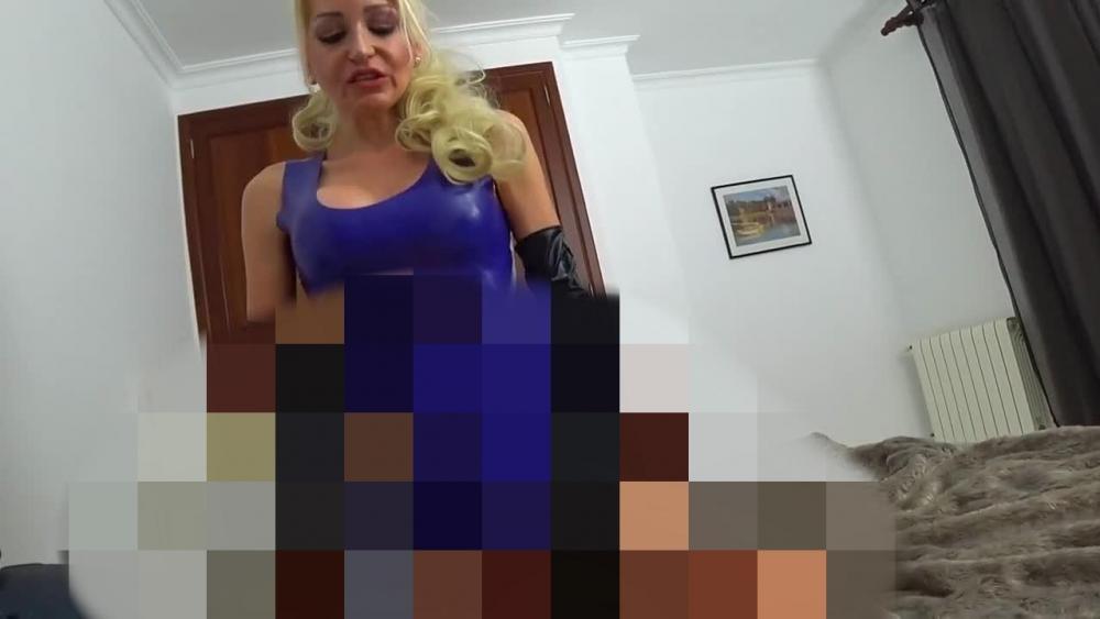 Gefesselt missbraucht und mit Strapon in Arsch gefickt