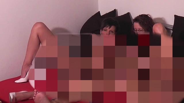 Beim LesbenSex vom Spanner überrascht