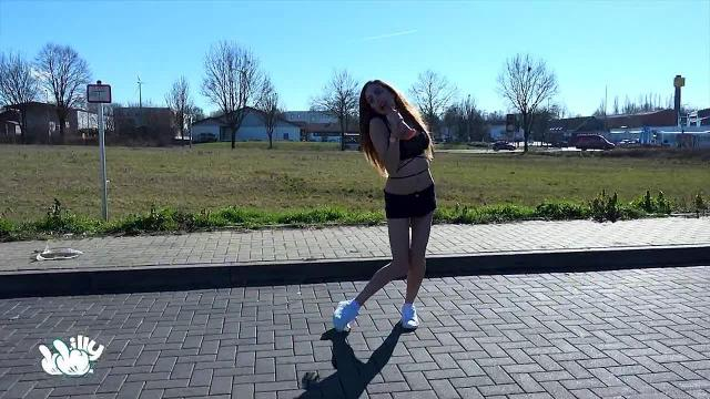 Sporty Outdoor Girl Wichsanleitung