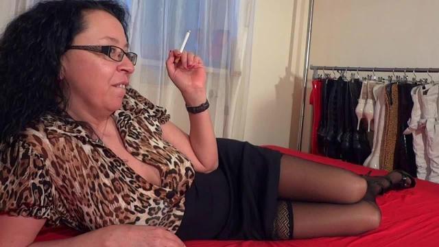 Smoking Slut - Ficken bis die Votze qualmt