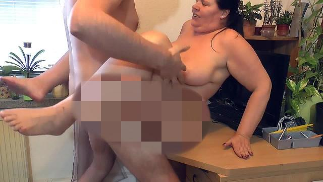geiler Sex am Schreibtisch